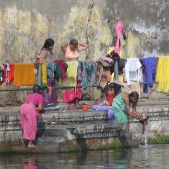 laviamo i panni nel Gange